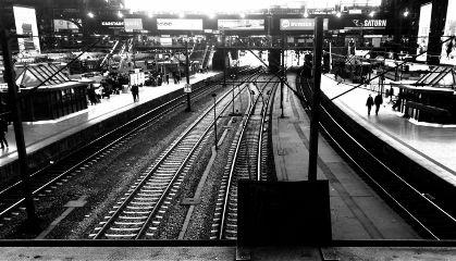 hamburg trainstation mainstation blackandwhite